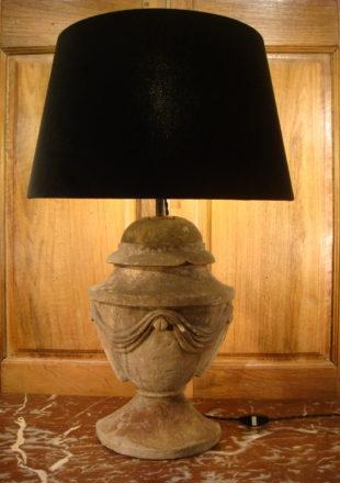 LAMPE TOUPIE EN PIERRE DE STYLE LOUIS XVI