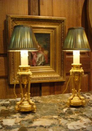 PAIRE DE CASSOLETTES LAMPES BRONZE DORE STYLE LOUIS XVI