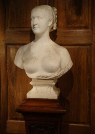 BUSTE DE FEMME EN MARBRE XIXème SIECLE