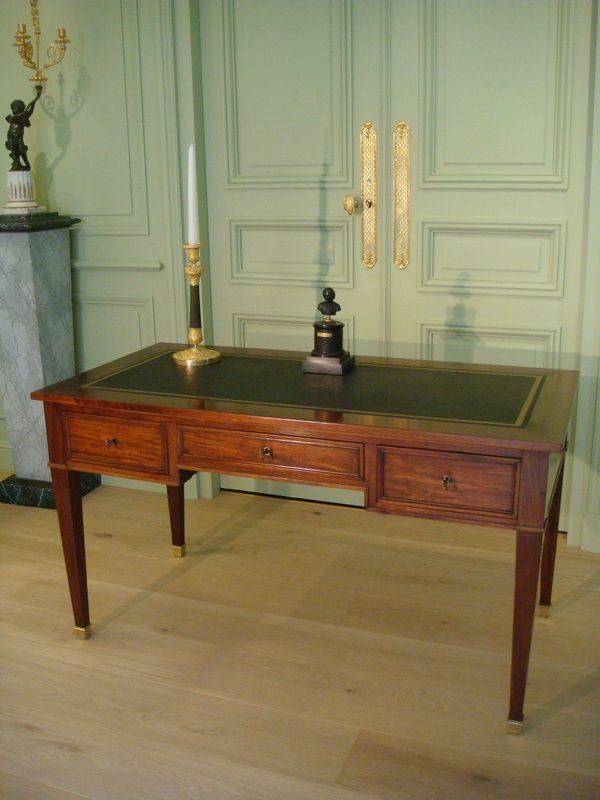 Ancien bureau plat en acajou de style Directoire epoque XIX me