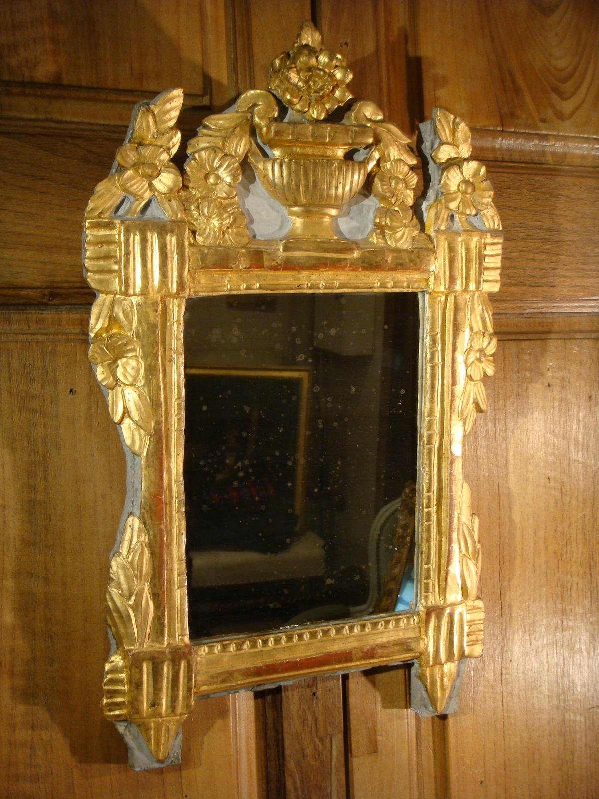 Petit miroir en bois dore et laque remparts antiquit s for Miroir petit